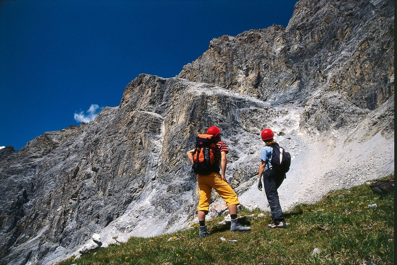 Klettersteig Piz Mitgel : Senda ferrada piz mitgel verticala klettersteige